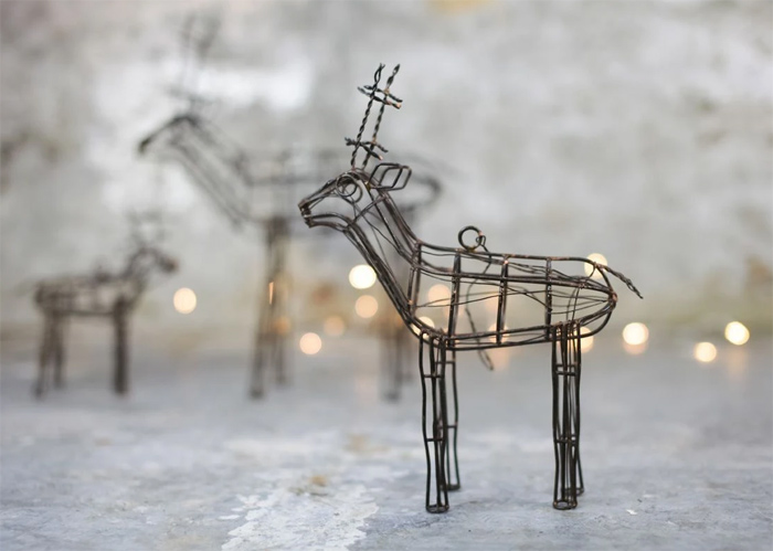 wire reindeer sculpture