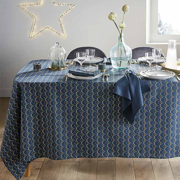 patterned christmas table cloth